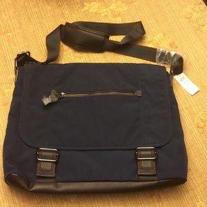 BANANA REPUBLIC messenger bag BNWT. 16' x12' x4